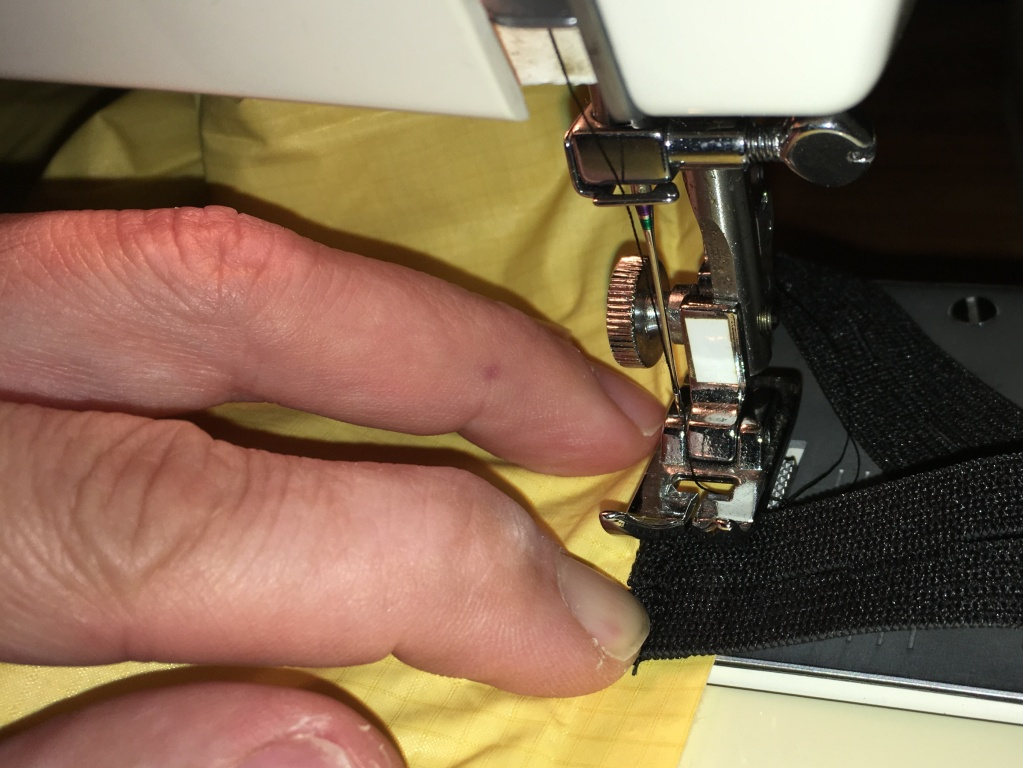 Sewing the button elastics onto the mattress – feels strange but works pretty well